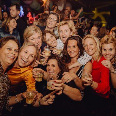 feestende groep VRIJ Enschede